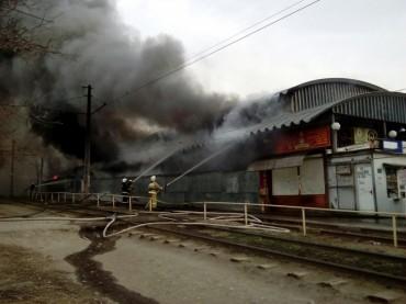В Волгограде горел рынок «Северный»